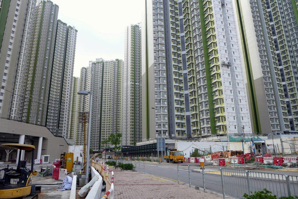香港樓房擁擠、居住環境狹窄,讓許多港人選擇出走鄰近的台灣