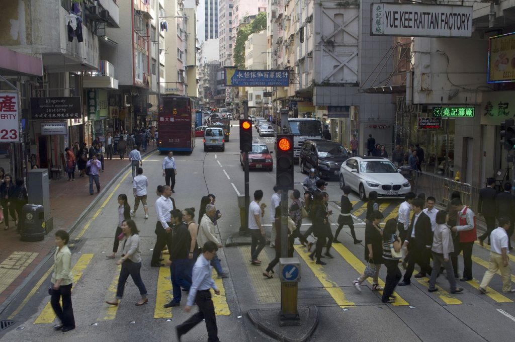 香港生活節奏快、經濟壓力大,青年人多難以揹負買房壓力