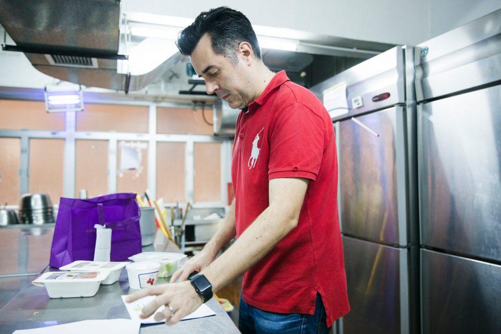 Chris 表示每星期都會試新食譜,然後與同事一同舉行試食會,再收集不同意見。